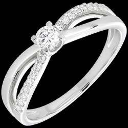 <a href=http://de.edenly.com/schmuck/diamant-solitar-on-weissgold,1565.html><span class='nom-prod-slide'>Verlobungsring Schicksal - Weißgold - 18 Karat</span><br><span class='prixf'>790 &#x20AC;</span> (-39%) </a>