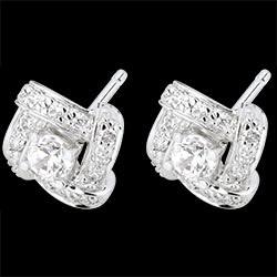 <a href=https://es.edenly.com/joyas/pendientes-nido-amor-oro-blanco-diamantes,1609.html><span class='nom-prod-slide'>Pendientes Destino - Princesa Persa - oro blanco y diamantes</span><br><span class='prixf'>990 &#x20AC;</span> (-44%) </a>