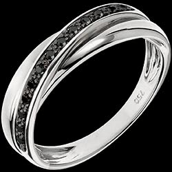<a href=https://en.edenly.com/jewels/ring-black-trifoly-13-diamonds,871.html><span class='nom-prod-slide'>Ring Saturn Diamond - 13 black diamonds and white gold - 9 carat</span><br><span class='prixf'>£ 299</span> (-53%) </a>