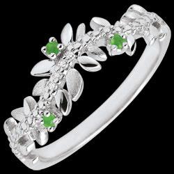 <a href=https://it.edenly.com/gioielli/anello-giardino-incantato-fogliame-reale-oro-bianc,3492.html><span class='nom-prod-slide'>Anello Giardino Incantato - Fogliame Reale - Oro bianco, Diamante e Smeraldi - 18 Carati</span><br><span class='prixf'>390 &#x20AC;</span> (-40%) </a>