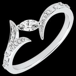 <a href=https://it.edenly.com/gioielli/anello-foresta-misteriosa-piccolo-modello-oro-bian,3639.html><span class='nom-prod-slide'>Anello Foresta Misteriosa - modello piccolo - Oro bianco e Diamante navetta - 9 carati</span><br><span class='prixf'>450 &#x20AC;</span> (-38%) </a>