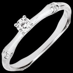 <a href=https://es.edenly.com/joyas/anillo-compromiso-jungla-sagrada-diamante-09-quila,3792.html><span class='nom-prod-slide'>Anillo de compromiso jungla Sagrada - diamante 0,09 quilates - oro blanco rugoso 18 quilates</span><br><span class='prixf'>590 &#x20AC;</span> (-43%) </a>