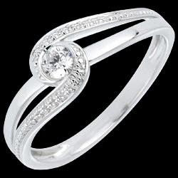 <a href=https://de.edenly.com/schmuck/ring-preciosa-18k,635.html><span class='nom-prod-slide'>Verlobungsring Kostbarer Kokon - Teuerste - Weißgold - Diamant 0.12 Karat - 18 Karat</span><br><span class='prixf'>590 &#x20AC;</span> (-40%) </a>