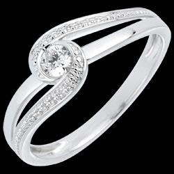<a href=https://it.edenly.com/gioielli/anello-preziosa-oro-bianco-diamanti,680.html><span class='nom-prod-slide'>Anello Nido Prezioso - Preziosa -Oro bianco - 9 carati - Diamante </span><br><span class='prixf'>440 &#x20AC;</span> (-34%) </a>