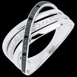 <a href=https://www.edenly.com/bijoux/bague-elite-or-blanc-diamants-noirs-blancs,756.html><span class='nom-prod-slide'>Bague Saturne Quadri - or blanc 9 carats - diamants noirs et blancs</span><br><span class='prixf'>250 &#x20AC;</span> (-55%) </a>