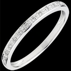 <a href=https://www.edenly.com/bijoux/alliance-eclat-diamant,1802.html><span class='nom-prod-slide'>Alliance Eclats de diamant - or blanc 9 carats et diamants - demi-tour</span><br><span class='prixf'>190 &#x20AC;</span> (-39%) </a>