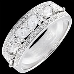 <a href=http://www.edenly.com/bijoux/bague-royale-byzantine,1358.html><span class='nom-prod-slide'>Bague Destinée - Byzantine - or blanc et diamants - 18 carats</span><br><span class='prixf'>1990 &#x20AC;</span> (-49%) </a>