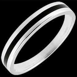 <a href=http://www.edenly.com/bijoux/alliance-or-capitaine-or-blanc-9k,1373.html><span class='nom-prod-slide'>Alliance or Homme Clair Obscur - Une ligne - or blanc et laque noire - 9 carats</span><br><span class='prixf'>190 &#x20AC;</span> (-41%) </a>
