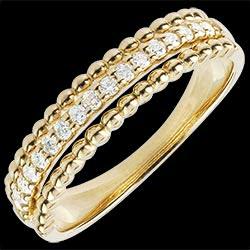 <a href=http://www.edenly.com/bijoux/bague-bella-cqviqr-or-jaune,1439.html><span class='nom-prod-slide'>Bague Fleur de Sel - deux anneaux - or jaune - 18 carats</span><br><span class='prixf'>690 &#x20AC;</span> (-49%) </a>