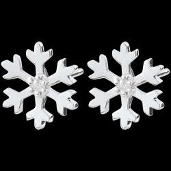 <a href=https://it.edenly.com/gioielli/orecchini-fiocco-inverno-oro-bianco,2342.html><span class='nom-prod-slide'>Orecchini Fiocco d'inverno - Oro bianco</span><br><span>160 &#x20AC;</span></a>