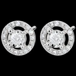 <a href=https://www.edenly.com/bijoux/boucles-oreilles-brillantina,2474.html><span class='nom-prod-slide'>Boucles d'oreilles Destinée - Favorite - or blanc 9 carats</span><br><span class='prixf'>450 &#x20AC;</span> (-38%) </a>
