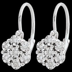 <a href=http://de.edenly.com/schmuck/ohrstecker-unendliche-schneeflocke-14-diamanten,2419.html><span class='nom-prod-slide'>Ohrringe Frische - Flöckchen - 14 Diamanten & Weißgold</span><br><span class='prixf'>340 &#x20AC;</span> (-29%) </a>