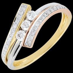 <a href=https://de.edenly.com/schmuck/trilogie-ring-odinia-tricolor,2547.html><span class='nom-prod-slide'>Trilogie Ring Kostbarer Kokon - Odinia - Dreierlei Gold - 9 Karat </span><br><span class='prixf'>540 &#x20AC;</span> (-36%) </a>