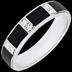 <a href=http://it.edenly.com/gioielli/anello-optima-lacca-nera-diamanti,2759.html><span class='nom-prod-slide'>Anello Chiaroscuro - Oro bianco - 9 carati - Lacca nera - Diamanti</span><br><span class='prixf'>290 &#x20AC;</span> (-31%) </a>