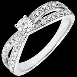 <a href=http://es.edenly.com/joyas/anillo-solitario-diamante-arwen-oro-blanco-15-quil,2850.html><span class='nom-prod-slide'>Anillo Solitario Saturno Dúo doble diamante - oro blanco - 0.15 quilates - 18 quilates</span><br><span class='prixf'>990 &#x20AC;</span> (-44%) </a>