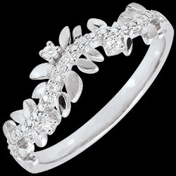 <a href=https://en.edenly.com/jewels/ring-enchanted-garden-foliage-royal-diamond-white-gold-18-carat,2866.html><span class='nom-prod-slide'>Enchanted Garden Ring - Royal Foliage-Diamond and White gold - 18 carat</span><br><span class='prixf'>£ 389</span> (-38%) </a>