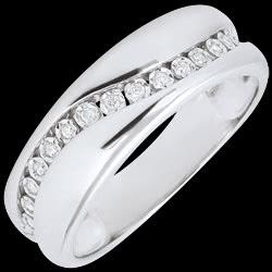 <a href=https://de.edenly.com/schmuck/ring-weissgold-und-diamanten-edenamour-multi-diama,2884.html><span class='nom-prod-slide'>Ring Amour - Diamantenschwarm - Weißgold - 18 Karat</span><br><span class='prixf'>590 &#x20AC;</span> (-40%) </a>