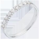 خاتم زواج من الذهب الأبيض 18 قيراط شبه مرصَّع ـ ترصيع على مخالب ـ 0.3 قيراط ـ 9 ماسات