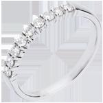 Geschenk Frauen Goldener Trauring zur Hälfte mit Diamanten besetzt in Weissgold - Krappenfassung - 0.25 Karat - 9 Diamanten