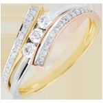 Pierścionek Drogocenne Gniazdo z trzema diamentami - Odinia - trzy rodzaje złota 18-karatowego