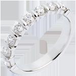 Geschenk Trauring semi pavé in Weissgold - Krappenfassung - 0.75 Karat - 8 Diamanten