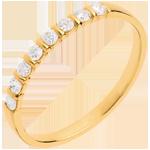 Geschenk Frau Trauring zur Hälfte mit Diamanten besetzt in Gelbgold - Krappenfassung - 0.25 Karat - 8 Diamanten