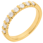 Trauring zur Hälfte mit Diamanten besetzt in Gelbgold - Krappenfassung - 0.5 Karat - 8 Diamanten