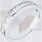 Trauring zur Hälfte mit Diamanten besetzt in Weissgold - Kanalfassung - 0.65 Karat - 8 Diamanten