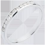 Geschenk Frauen Trauring zur Hälfte mit Diamanten besetzt in Weissgold - Kanalfassung - 11 Diamanten : 0.2 Karat