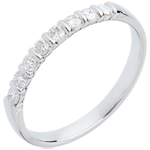 Trauring zur Hälfte mit Diamanten besetzt in Weissgold - Krappenfassung - 0.25 Karat - 8 Diamanten