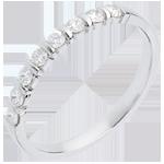 Frau Trauring zur Hälfte mit Diamanten besetzt in Weissgold - Krappenfassung - 0.3 Karat - 8 Diamanten