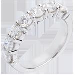Geschenk Frauen Trauring zur Hälfte mit Diamanten besetzt in Weissgold - Krappenfassung - 1.5 Karat - 7 Diamanten
