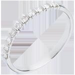Geschenk Frauen Trauring zur Hälfte mit Diamanten besetzt in Weissgold - Krappenfassung - 10 Diamanten