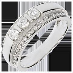 خاتم ثلاثي فيري مرصوف ـ 0.77 قيراط ـ 57 ماسة ـ ذهب أبيض عيار 18 قيراط