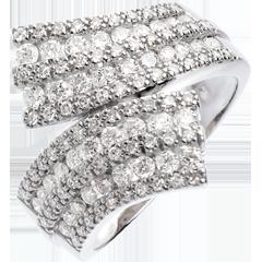خاتم فيري ـ الوشاح المرصوف ـ 1.1 قيراط ـ 108 ماسة ـ ذهب أبيض عيار 18 قيراط