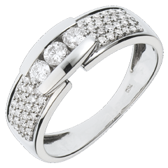 خاتم ثلاثي كونستيلاسيون مرصوف ـ الذهب الأبيض 18 قيراط ـ 0.509 قيراط ـ 57 ماسة