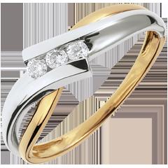 خاتم ثلاثي العش الثمين ـ صولفيج ـ من الذهب الأبيض و الذهب الأصفر 18 قيراط ـ 3 ماسات