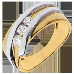 Anillo trilogía Nido Precioso-  Priscilla -  oro amarillo y blanco- 0.31 quilates- 3 diamamantes- 18 quilates.