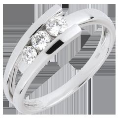 Anillo trilogía Nido Precioso-  Trianon-  oro blanco -0.31 quilates -3 diamantes- 18 quilates.