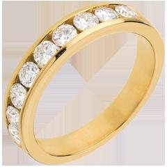 Trauring zur Hälfte mit Diamanten besetzt in Gelbgold - Kanalfassung - 0.75 Karat - 9 Diamanten