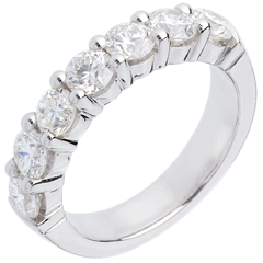 Alliance or blanc semi pavée - serti griffes - 1.5 carats - 7 diamants