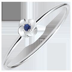 Bague Eclosion - Première Rose - Petit Modèle - or blanc et saphir - 9 carats