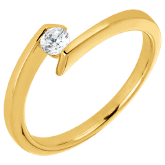 AP2140 - Anillo Solitario princesa estrella oro amarillo