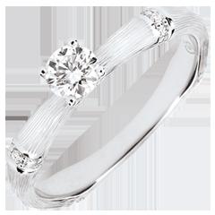 Anello di fidanzamento Giungla Sacra - diamante 0.2 carati - oro bianco spazzolato 9 carati