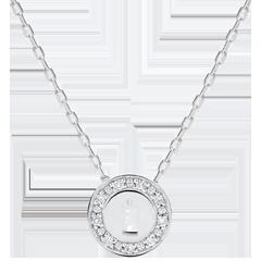 عقد السر الثمين ـ من الذهب الأبيض 9 قيراط والألماس
