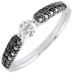 Anello solitario Trionfale - Oro bianco - 18 carati -Diamanti neri e Diamante bianco - 0.45 carati e 0.25 carati