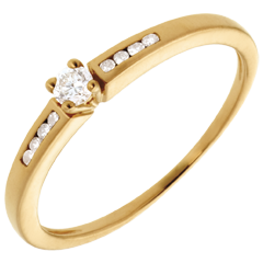 Octave Diamond Set Shoulder Ring in yellow gold - 9 diamonds