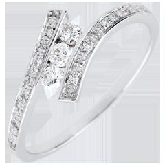 Pierścionek Drogocenne Gniazdo z trzema diamentami - Elyssa - złoto białe 18-karatowe