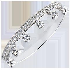 Pierścionek Obfitość –Majestatyczność – białe złoto 9-karatowe z diamentami