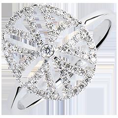 Pierścionek Świeżość – Arabeska – wariacja – białe złoto 9-karatowe z diamentami